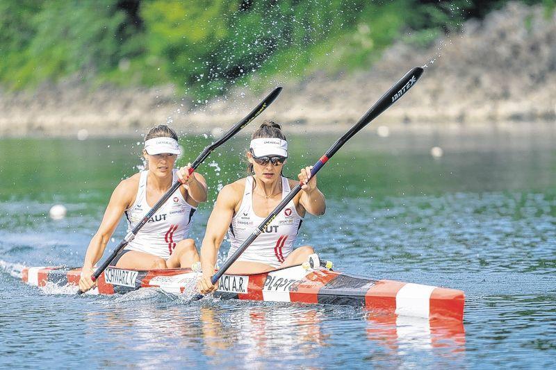 Zwei Ladies verfolgen ein großes Ziel